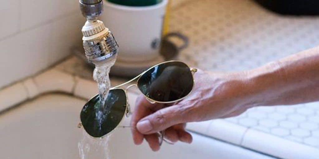washing glasses